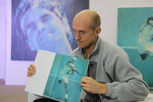 Davydenko showing an Ivanovs Catalogue